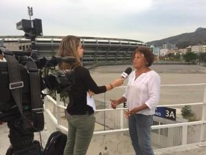 Jornalista Ida Sandes entrevista Solange Chagas, presidente da Associação de Atletas e Amigos do Célio de Barros